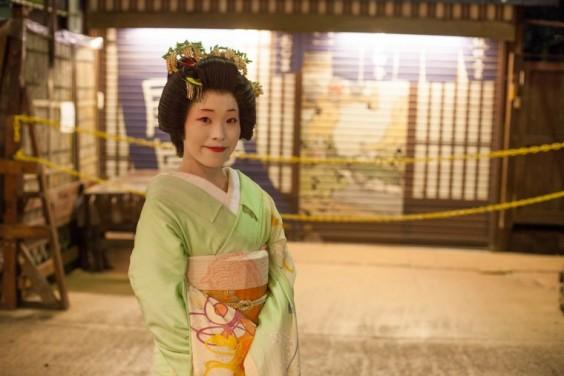 Geisha-Septembre-2015_MG_2336Sae-after-her-first-banquet-760x507