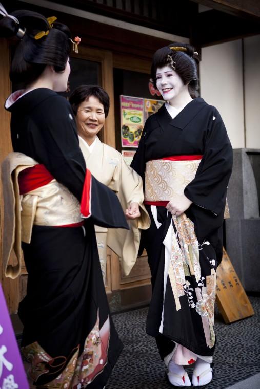 IMG_3428Sayuki-with-Ito-geisha-507x760